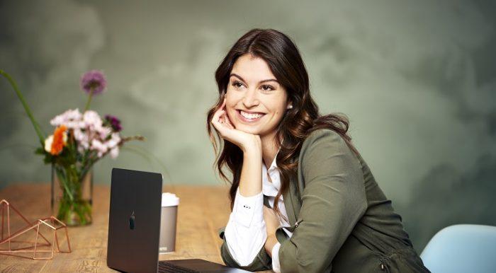 Teamgedanken werden großgeschrieben: Alessa Erbacher verantwortet das Recruiting bei Cofinpro
