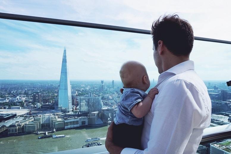 Moritz Fries und sein einjähriger Sohn: In Zukunft wird es weitere Auszeiten geben, um gemeinsam die Welt zu erkunden.