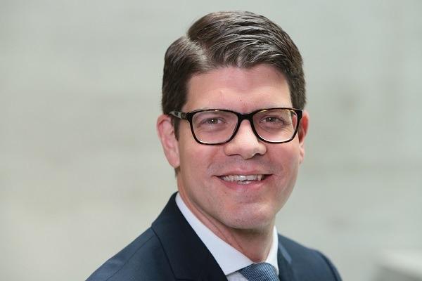 Dominik Thielmann, Bain & Company