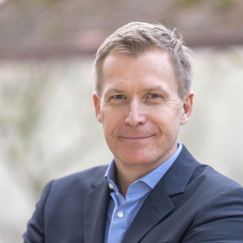 Dr. Fabian Dömer ist seit 1998 bei Arthur D. Little