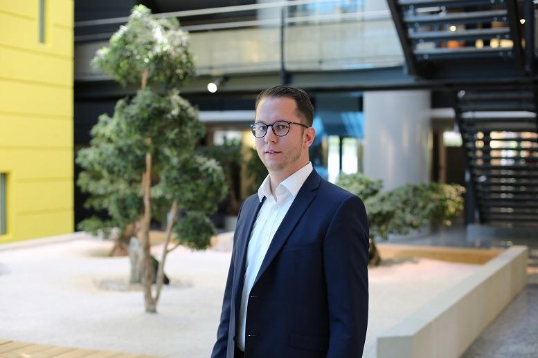 """""""Als IT-Berater berate und unterstütze ich Banken kundenorientierter, wettbewerbsfähiger und digitaler zu werden."""" Max Bröcher, Fiducia & GAD"""