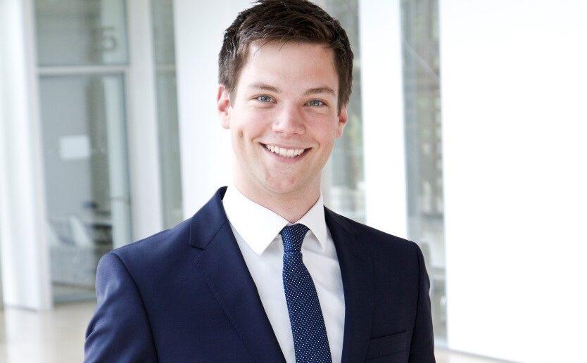 Matthias Henzgen ist 25 Jahre – und betreut völlig selbständig Veränderungsprozesse, die das Management eines DAX-30-Unternehmens betreffen. Wie man zu so einer Rolle kommt, sie ausfüllt und wie er die tägliche Arbeit bei seinem Arbeitgeber CTcon erlebt, berichtet er für junior //consultant