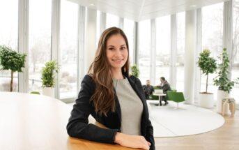 """""""Ich freue mich sehr, dass ich Teil des ECON Women's Day bin und wir so viel weibliche Unterstützung durch tolle Persönlichkeiten gefunden haben, die sich einen Start als Beraterin vorstellen können."""" Sarah Schneider, Recruiting und Sourcing Specialist"""