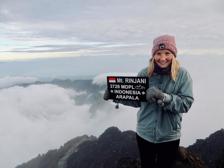 Auf dem Vulkan Rinjani: Friederike Franke während ihres sechsmonatigen Praktikums in Jakarta, Indonesien