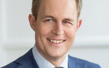 Reinhard Geigenfeind ist Partner bei BearingPoint und berät Kunden im Bereich Public Sector