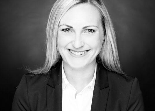 Von der Sparkasse in die Beratung: Der Weg von Jennifer Brasnic bei Sopra Steria Consulting