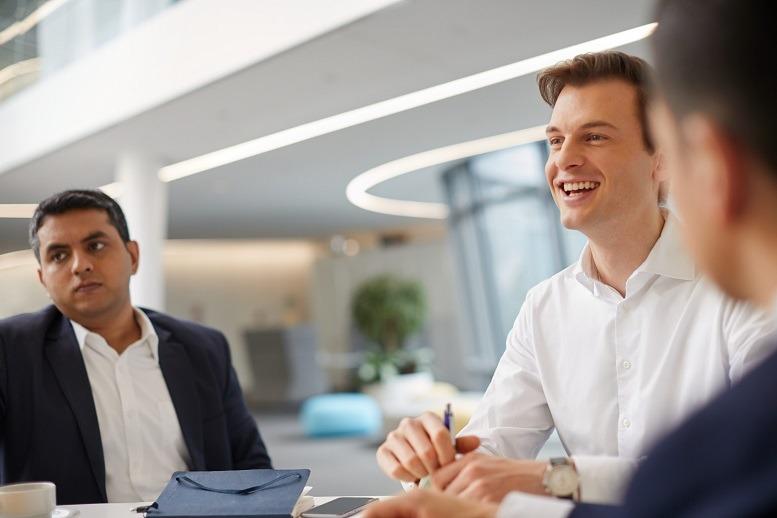 """""""Das Praktikum bei SMC war eine der besten beruflichen Erfahrungen, die ich bisher gemacht habe."""" Dominik Knoblich, Siemens Management Consulting (SMC)"""