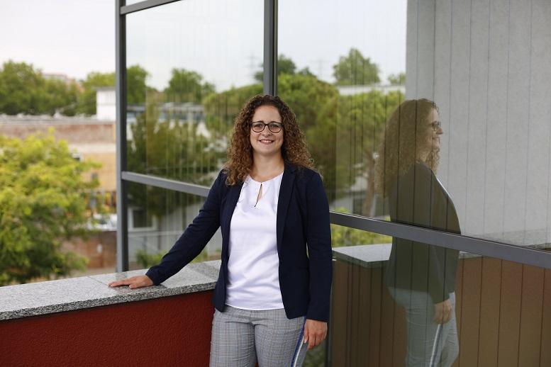 """""""Ich habe zuhause eine Deutschlandkarte, in die ich zu jedem neuen Ort eine entsprechende Pinn-Nadel einstecke."""" Larissa Götzmann von der Fiducia & GAD IT AG"""