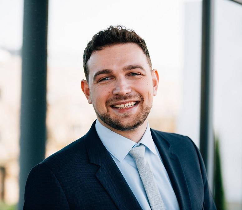 Marcel Xander, Jahrgang 1992, studierte bis 2017 Wirtschaftsinformatik in Karlsruhe und absolviert seit diesem Jahr neben seiner Tätigkeit ein berufsintegriertes Masterstudium an der Steinbeis University in Berlin.