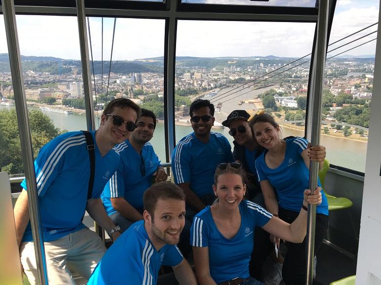 Linda Breulmann (vorne rechts) mit Kollegen von thyssenkrupp Management Consulting